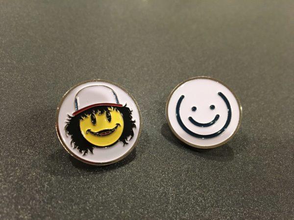 Dustin & White Smiley Pin Set